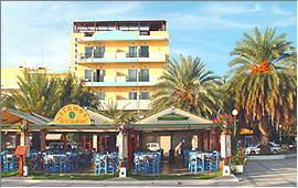 Sitia: Hafenpromenade vor dem Itanos-Hotel